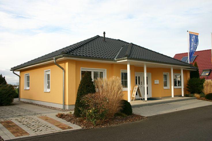 VarioSelf Lizenzpartner: KB Kühnel Bauunternehmung GmbH. http://www.unger-park.de/musterhaus-ausstellungen/leipzig/galerie-haeuser/detailansicht/artikel/varioself-parzelle-09/ #musterhaus #fertighaus #immobilien #eco #umweltfreundlich #hauskaufen #energiehaus #eigenhaus #bauen #Architektur #effizienzhaus #wohntrends #zuhause #hausbau #haus #design #ungerpark #leipzig #varioself #bungalow