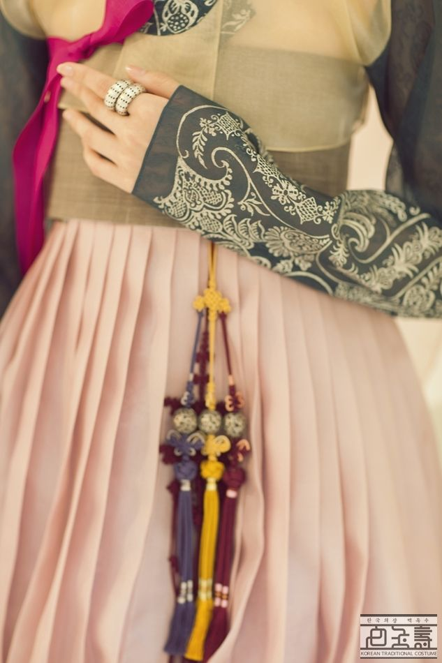 Norigae (hangul: 노리개) is a typical traditional accessory that is hung from a woman's jeogori goreum (coat strings) or hanbok chima (skirt) and so on: Korea