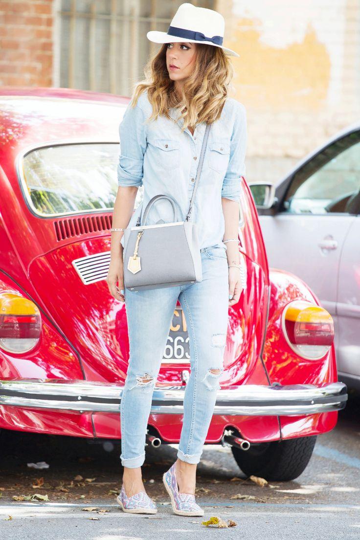DENIM TOTAL LOOK IDEE OUTFIT consigli cambio look fashion blogger nicoletta reggio fendi 2 jour panama maggiolone rosso