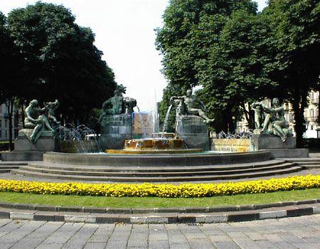 La Fontana Angelica di Piazza Solferino - Torino http://www.torinofree.it/images/immagini_articoli/dal_10_giugno_2013/1-%20fontana%20angelica.jpg