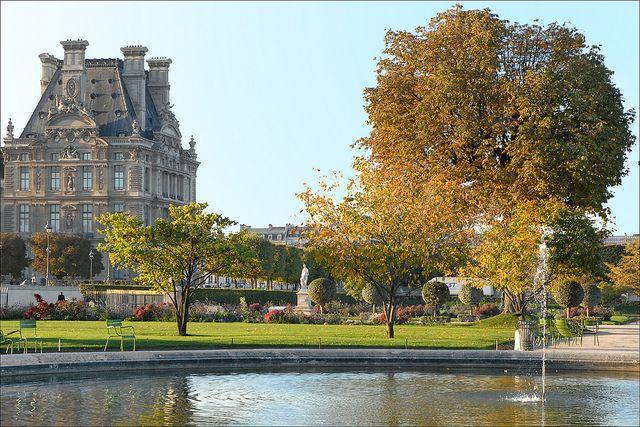 Pause déjeuner dans un jardin de Paris...
