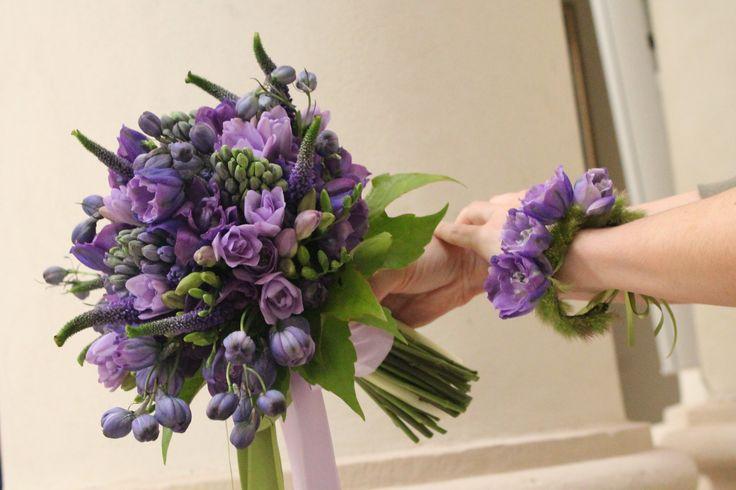 Il bouquet ed il corsage da polso realizzato da anaphalis.