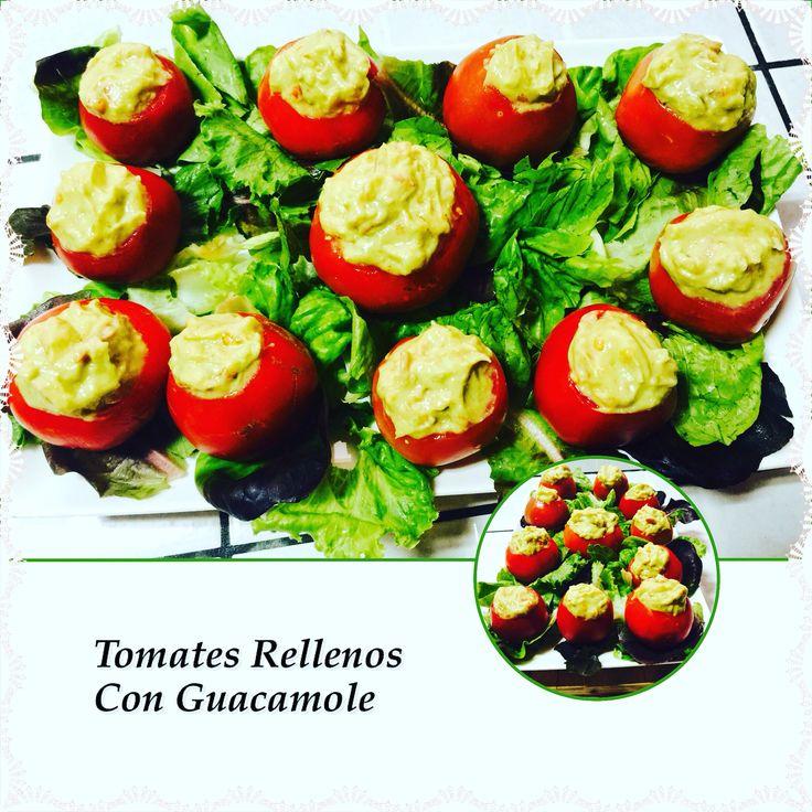 """""""Tomates Pequeños rellenos con Guacamole"""" Abrir y sacar el interior de sus Tomates y mezclarlo con aguacate, cebolla picada, Chile Morron picado, sal marina, aceite sésamo, jugo limón, semillas de cáñamos (hempseed), arugula picada y pimienta Cayena. Rellénalos y sírvelos con lechugas. Listo!!  #govegan #veganos #guacamole #rawvana #fullyrawkristina"""