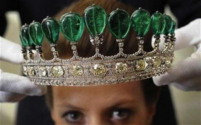 I gioielli antichi più famosi - Una delle tiare più belle è con smeraldi colombiani