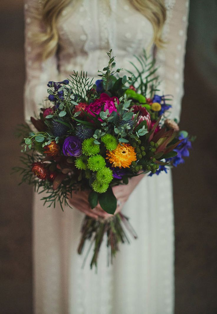 La boda de hoy mezcla una decoración industrial con detalles boho, os va a encantar! http://www.unabodaoriginal.es/blog/y-comieron-perdices/jen-luke-una-boda-boho-industrial