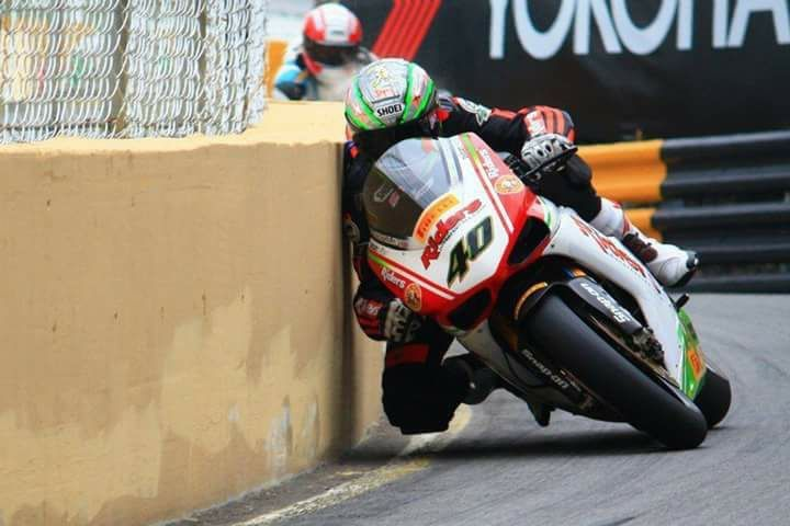Speed And Precision Turns On The Isle Of Man Tt Of Course You Ll Rub Elbows Here Their Motorcycle Racing Racing Motorcycles Motorcycle