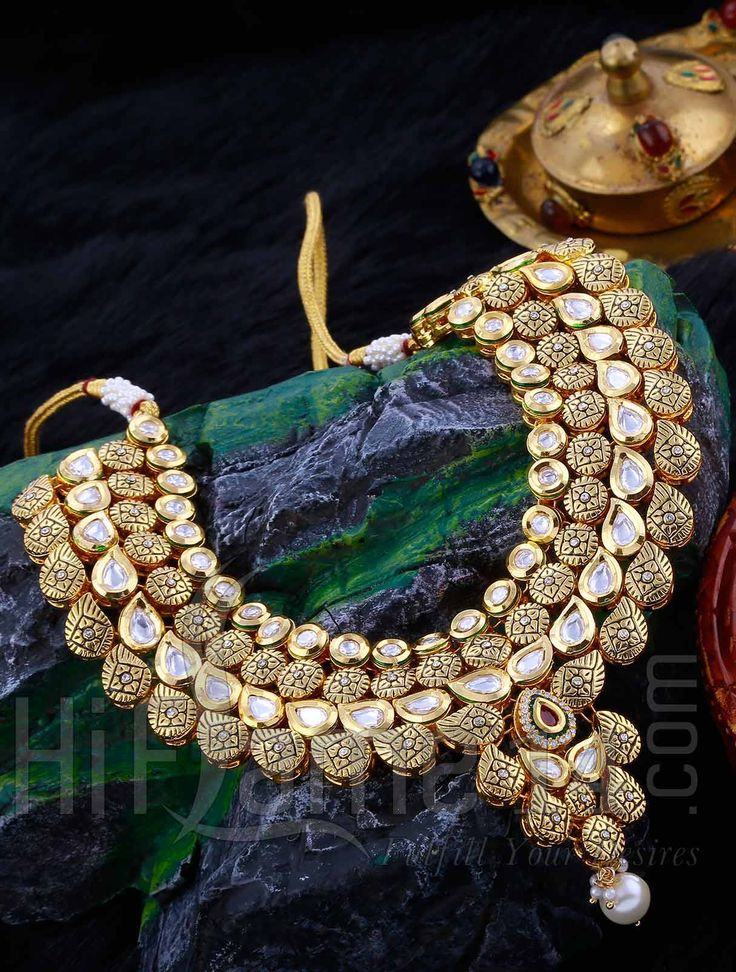 Necklace Jewellery Set with Kundan Stones