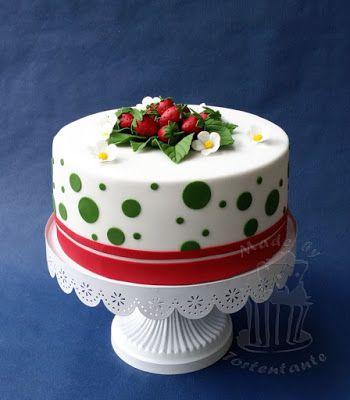 Erdbeertorte - Strawberry cake inside and outside Erdbeer Deko aus Fondant und Blütenpaste - Gumpaste