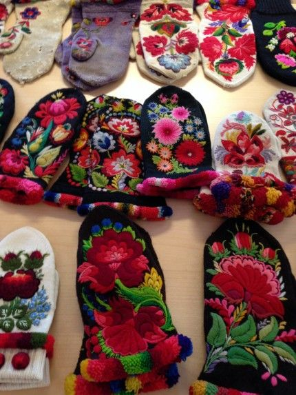 Embroidered mittens from Dala-Floda in Sweden