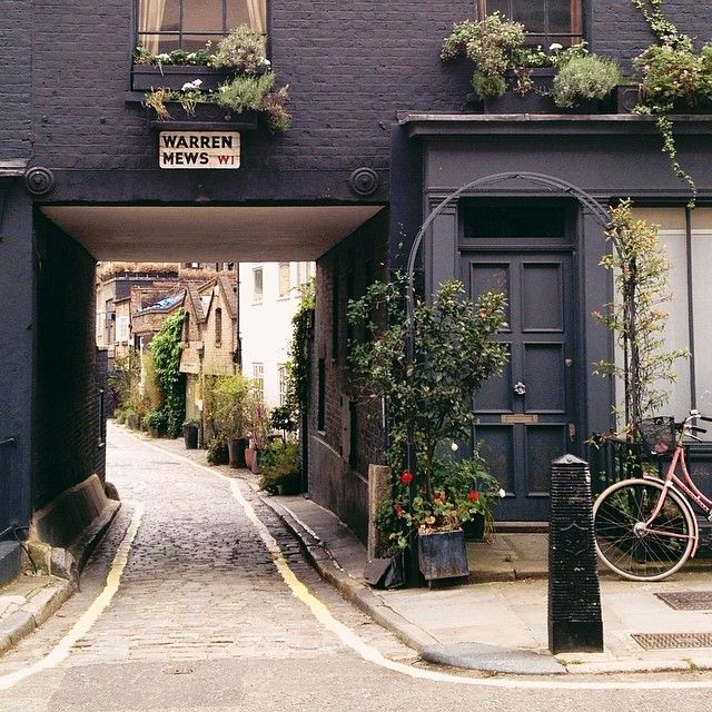 Exploring Fitzrovia, a charming hidden neighborhood in central London. Photo courtesy of whitneyjadephoto on Instagram.