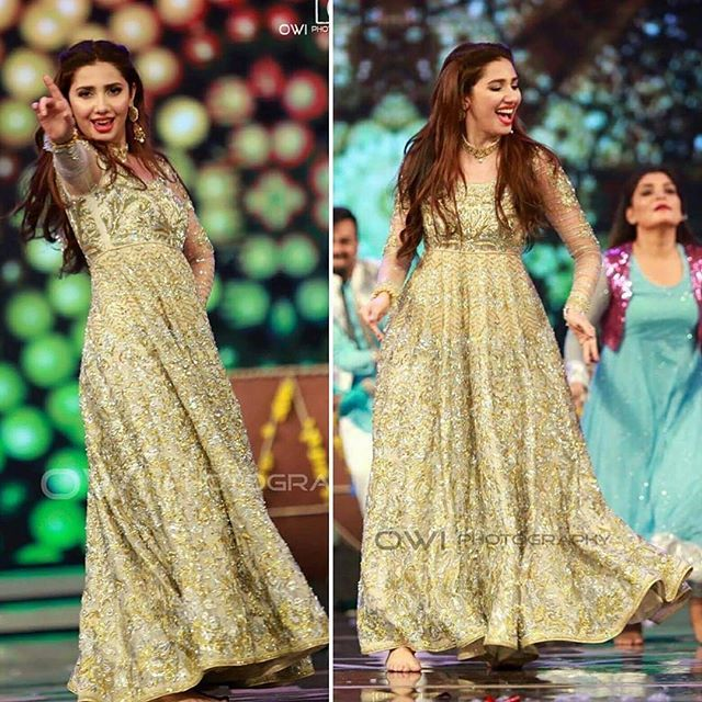 The Stunning Mahira Khan wearing a Ganga Jamni Anarkali at her debut performance…