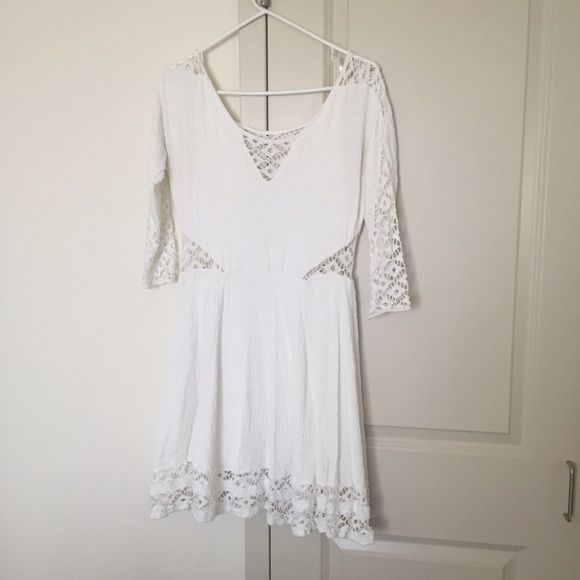 Free People White Dress Sure cute white flows dress. Worn twice. In great condition. Free People Dresses