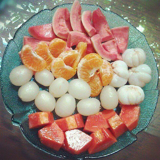 Buah yang bagus untuk dikonsumsi ibu hamil itu sangat banyak. Buah buahan ini mengandung banyak vitamin yang sangat penting bagi kesehatan ibu hamil. Ada beberapa jenis buah yang baik dan berbahaya untuk dikonsumsi ibu hamil.  Kebutuhan nutrisi untuk ibu hamil tentu sangat penting. Buah buahan dapat menjadi pilihan tepat untuk mencukupi asupan nutrisi pada masa kehamilan. Ada beberapa jenis buah yang sangat baik dikonsumsi saat hamil. Buah buahan jenis ini biasanya mengandung folat…