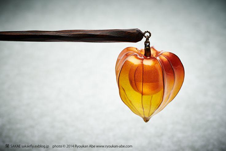 Канзаши Сакае, Япония / Photo by Ryoukan Abe (www.ryoukan-abe.com)        2014 鬼灯簪【 燈曾 (ランタン) 2014 】 Japanese hair accessory - Chinese lantern Kanzashi - by Sakae, Japan
