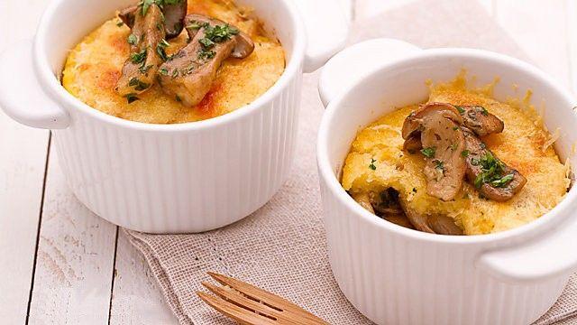 Polenta et champignons sont au menu des repas d'automne italiens. A chacun sa terrine pour un antipasto original et de saison!