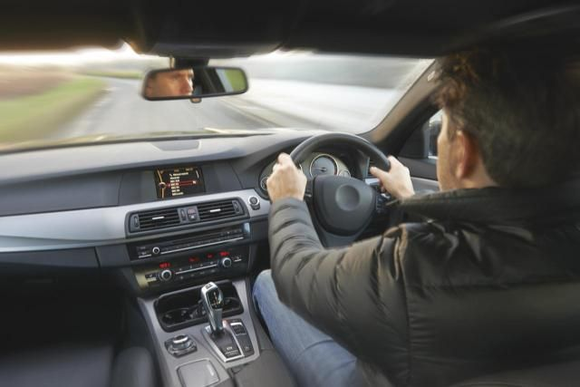 Driving a (rental) car in Ireland does not need to be difficult or even dangerous - as long as you stick to the rules of the road and some basic advice.
