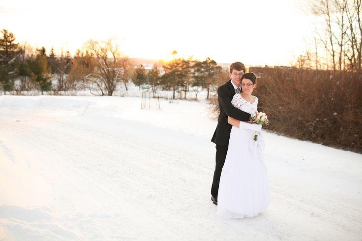 Winter wedding idea; sunset pictures