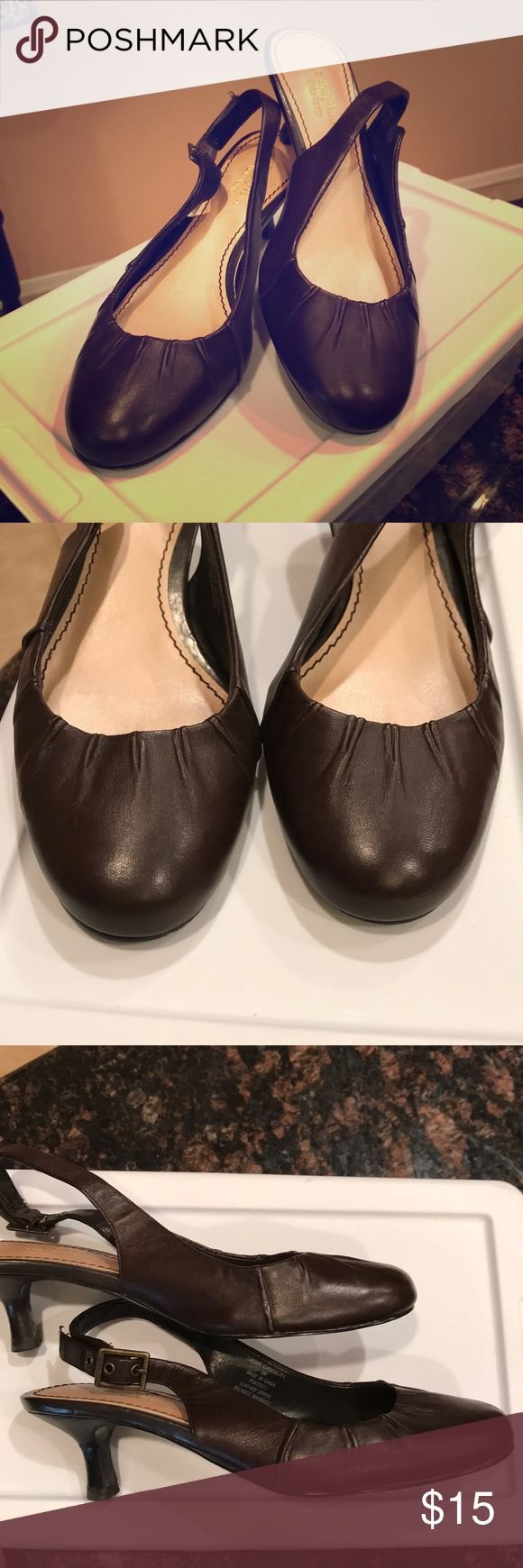 Simply Vera Wang brown leather sling backs 6M These Simply Vera brown leather kitten heel sling backs have a classic look that pair well with pants or skirts.  Minor scuff along the side that is hard to see unless you are up close.   Ships in sterilite shoe box Simply Vera Vera Wang Shoes Heels