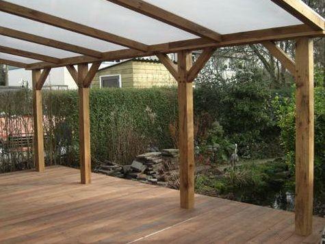 verranda van hout met een polycarbonaat dak