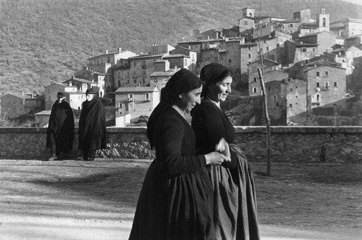 Henri Cartier-Bresson - Abruzzo, Scanno 1951