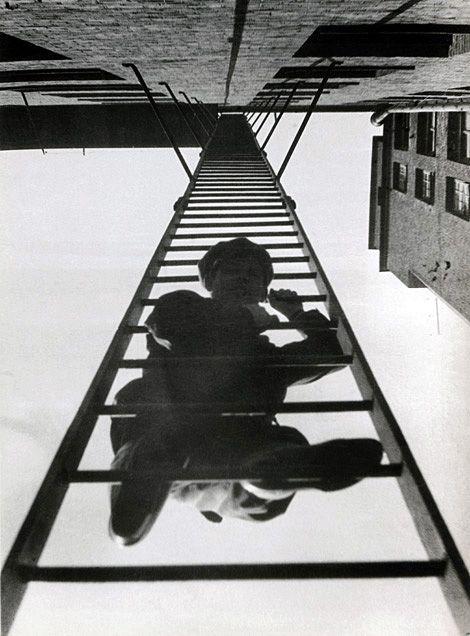 """© Rodchenko. """"Escada de incêndio"""", 1925"""