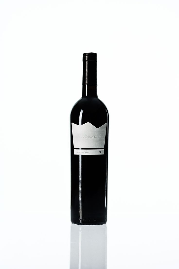The Naked King or Gymnos Vasilias in Greek is the flagship wine from Pieria Eratini Winery. It is rich and concentrate and  a unique terroir-expression of Syrah supplemented by a dash of autochthonous Kolindrino(15%) variety.