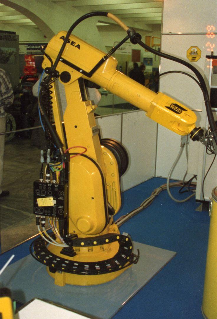 Proteção e Organização de Cabos Elétricos e Pneumáticos em Robôs Industriais - Tubos Corrugados REIKU GmbH