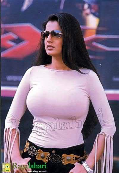 Amisha Patel HOT - Hollywood Bollywood SlideShow and ImageHosting