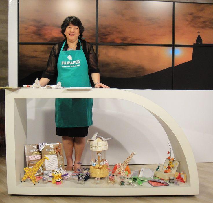 Como eu tinha comentado, os meus origamis e eu participamos de uma nova experiência, uma gravação em estúdio, participação na TV Rede Vida. Fui convidada pela produtora Natalya para participar do HDB - Hora de Brincar, no Cantinho da Arte! Viva.