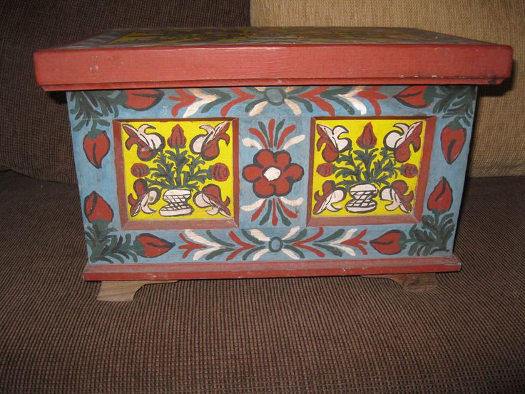 Antique hand painted Hungarian / Romanian wooden dowry chest / medium size from Transylvania / Kalata, Kalotaszeg folkloric region.  Available at www.greatblouses.com