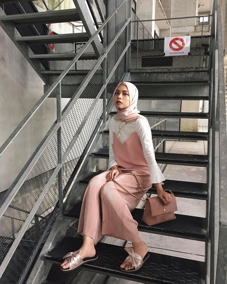 "2,491 Likes, 9 Comments - Izreen Syafika (@izreensyafika) on Instagram: ""Although it says ""no entry"" there but whatever. (Wearing top from @dabelle.robe , bag from…"""