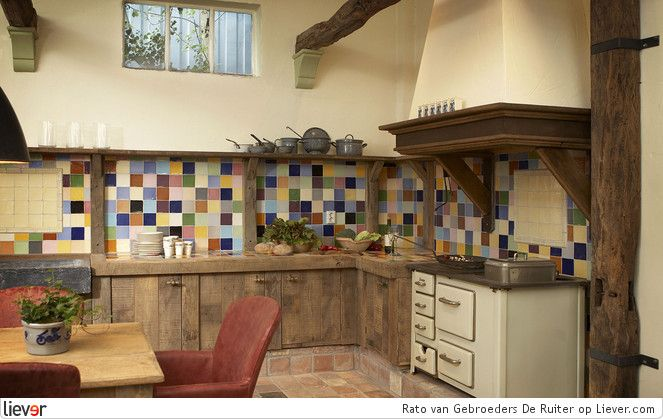Perfectly rustic.  I love the attention to detail in this kitchen...