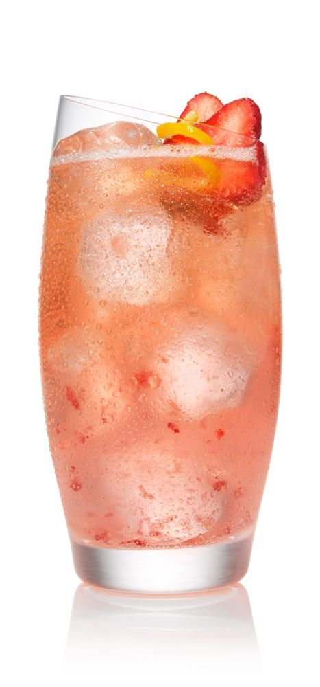 SVEDKA Vodka Cocktail – Drink recipes - SPARKLING STRAWBERRY LEMONADE