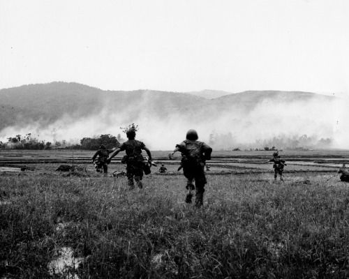 Marines attack Viet Cong during Operation Harvest Moon ...