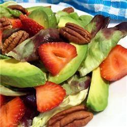 Avocadosalade met aardbeien