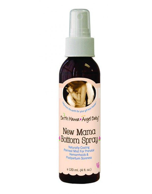 """En stor favoritt blant gravide Skinlovekunder og et """"must"""" til sykehusbagen.   Bottom Spray er en pleiende, avkjølende og beroligende spray for underlivet før og etter fødsel.   Pleier hemoroider, sprukket/sår hud og demper smerter og ubehag. Den smarte pumpen gjør at du kan spraye med flasken opp ned."""
