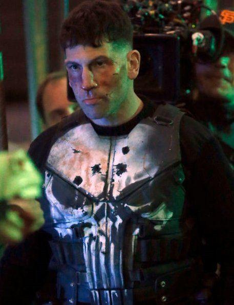 Foram divulgadas duas imagens de Jon Bernthal (Frank Castle) com o uniforme que usará na nova série da Marvel Studios e Netflix, O Justiceiro, que será lançadaeste ano em data ainda a ser anunciad…