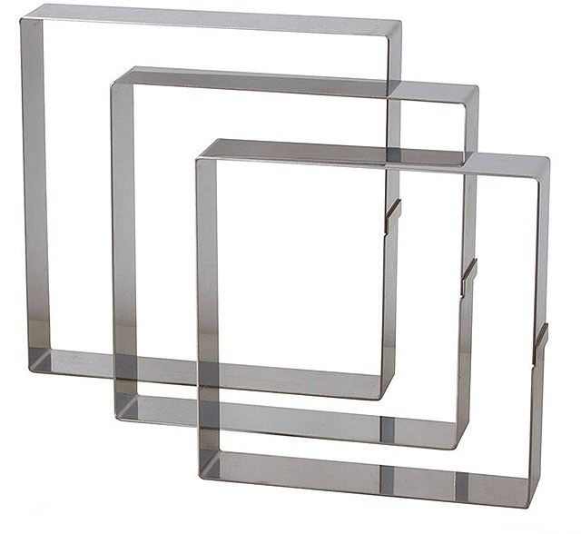 Il quadrato nasce sia per tagliare la pasta che per impiattare le preparazioni. Il materiale, acciaio inox spesso, gli consente di andare in forno ed in ...