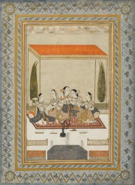 Cinq jeunes femmes sous un dais sur une terrasse devant un parterre de fleurs et une fontaine.  Deccan, Hyderabad, fin du XVIIIe siècle