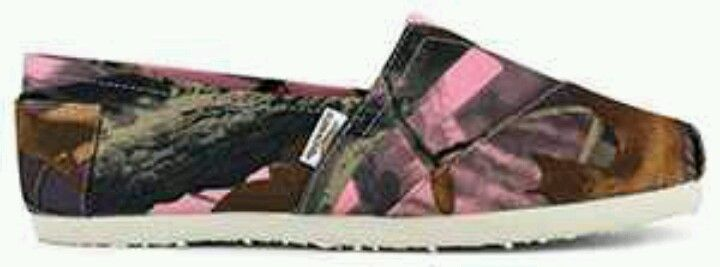 Pink Camo shoes...I'd wear these everyday!