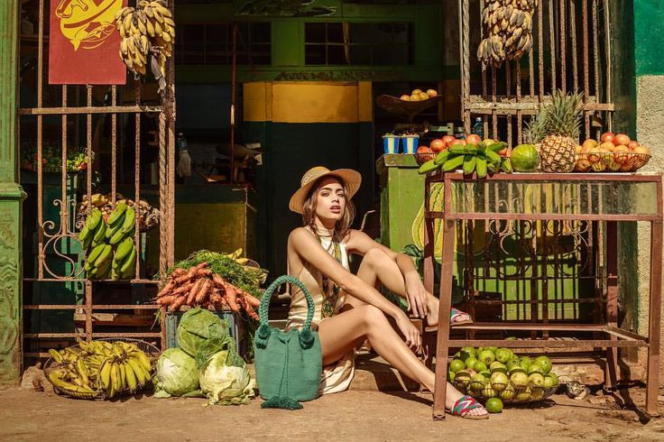 Colors everywhere 🥕 La Barra Olive Bag and Tere A Straight Sandals ~ www.chilabags.com