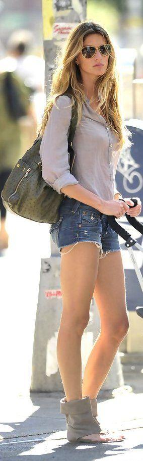 Gisele Bundchen. effortless style and amazing legs.