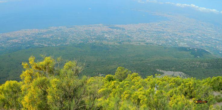 Mount Vesuvius: Panoramic view of Naples, Nikon Coolpix L310, 6.2mm, 1/1000s, ISO80, f/ 3.2, panorama mode:segment 2, 201507131045