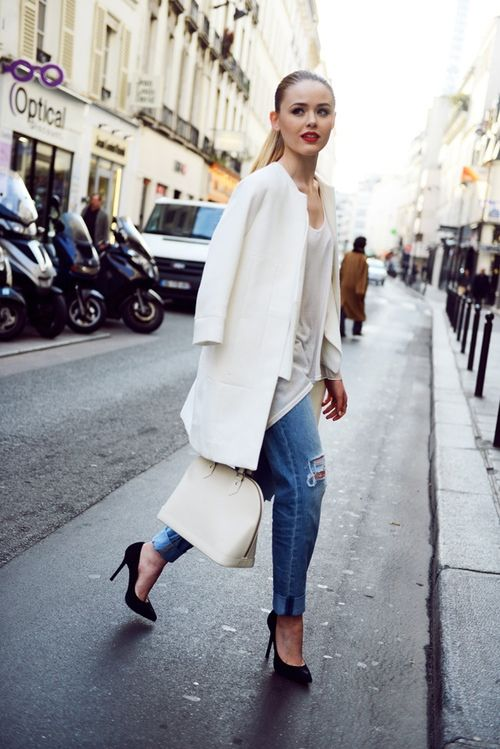 White with Black : long white blazer, casual blouse, boyfriend jeans, and black heels