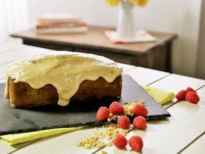Receta de Panqué de Zanahoria con Plátano y Granola | Prepara este delicioso panqué de zanahoria con plátano y granola. Es una forma saludable de cuidar la salud de tu familia sin sacrificar el sabor. Tiene una rica combinación de sabores frutales que le dan un toque especial y un textura ligeramente crocante gracias a la granola. Se volverá uno de tus panqués favoritos.