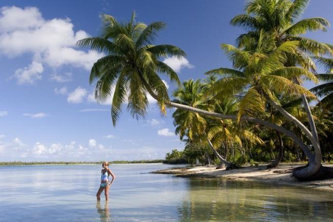 10 райских мест, где недорого начать новую жизнь - Аваруа, острова Кука  Формально эти острова — часть Новой Зеландии, но от этого архипелага они находятся в 2008 километрах к северо-востоку. Местные тропические пляжи не уступают мальдивским или сейшельским, вот только жилье здесь можно снимать за $130 в месяц. Colors.life