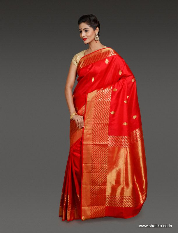 The uniqueness of Shilpa Red and Gold Uppada Silk Saree is that the richness of a rich texture as that of Uppada soft silk is brought out notably just as it aids and accentuates the beauty of color red.