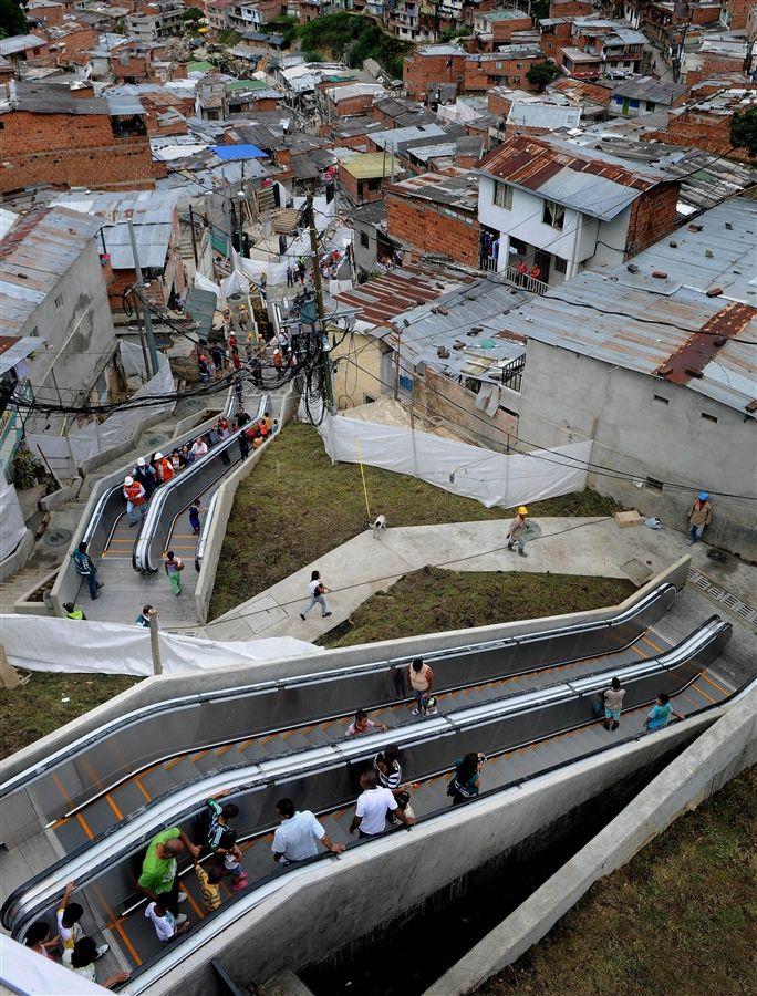 Escalators to improve transportation in Colombian shantytown - PhotoBlog