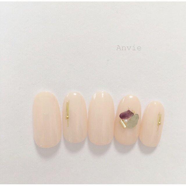透け感ネイルで簡単に演出♡夏の大人ネイルデザイン11選 - Locari(ロカリ)