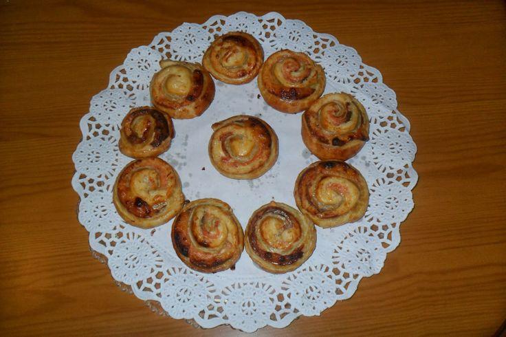 La cocina de Isabel: ROLLOS DE HOJALDRE CON SALMÓN Y QUESO